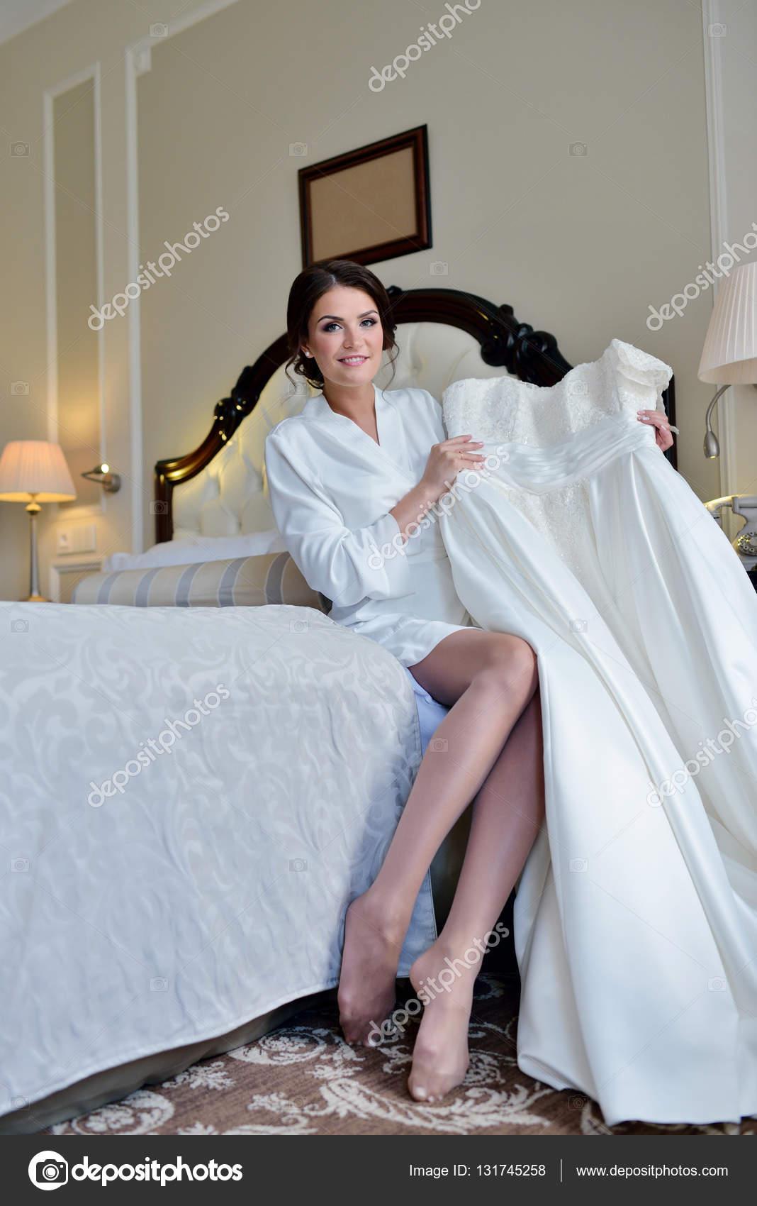 Ver Vestido de novia — Foto de stock © pvstory #131745258