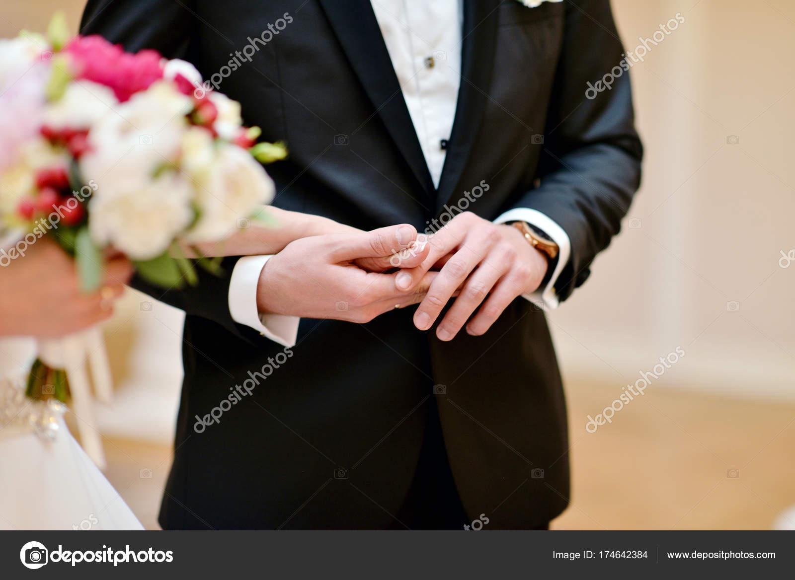 Hochzeit Paar Hält Hände Schönheit Der Braut Mit Bräutigam Schönes ...