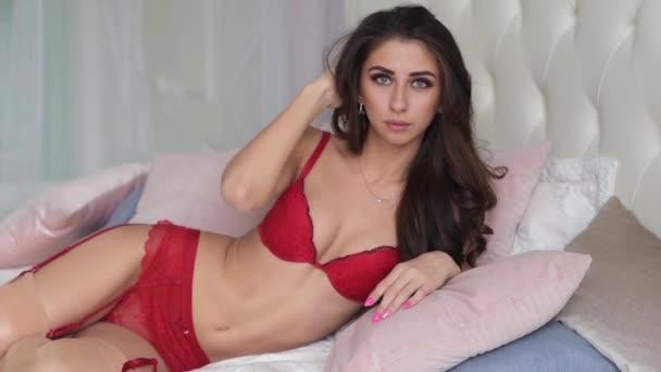 Nádherná brunetka žena