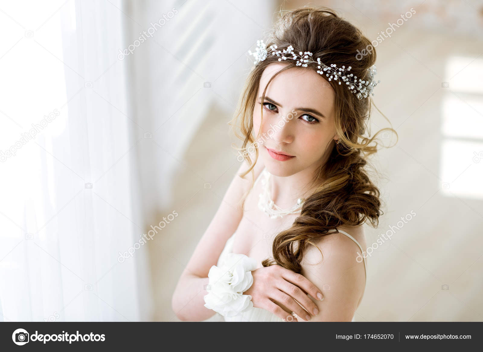 Brunette bride in fashion white wedding dress with makeup — Stock ...