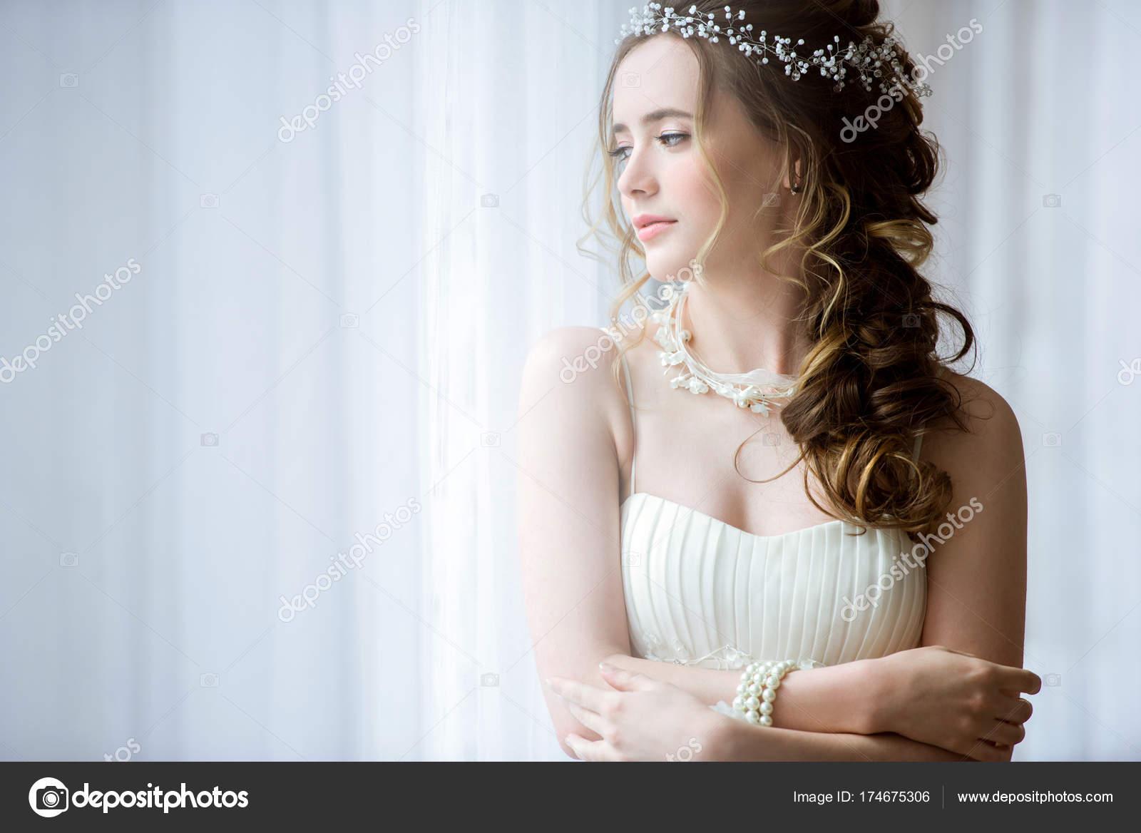 Негритянка в свадебном