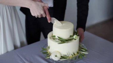 Ehepaar Schneiden Kuchen Zur Goldenen Hochzeit 50 Jahre Stockvideo