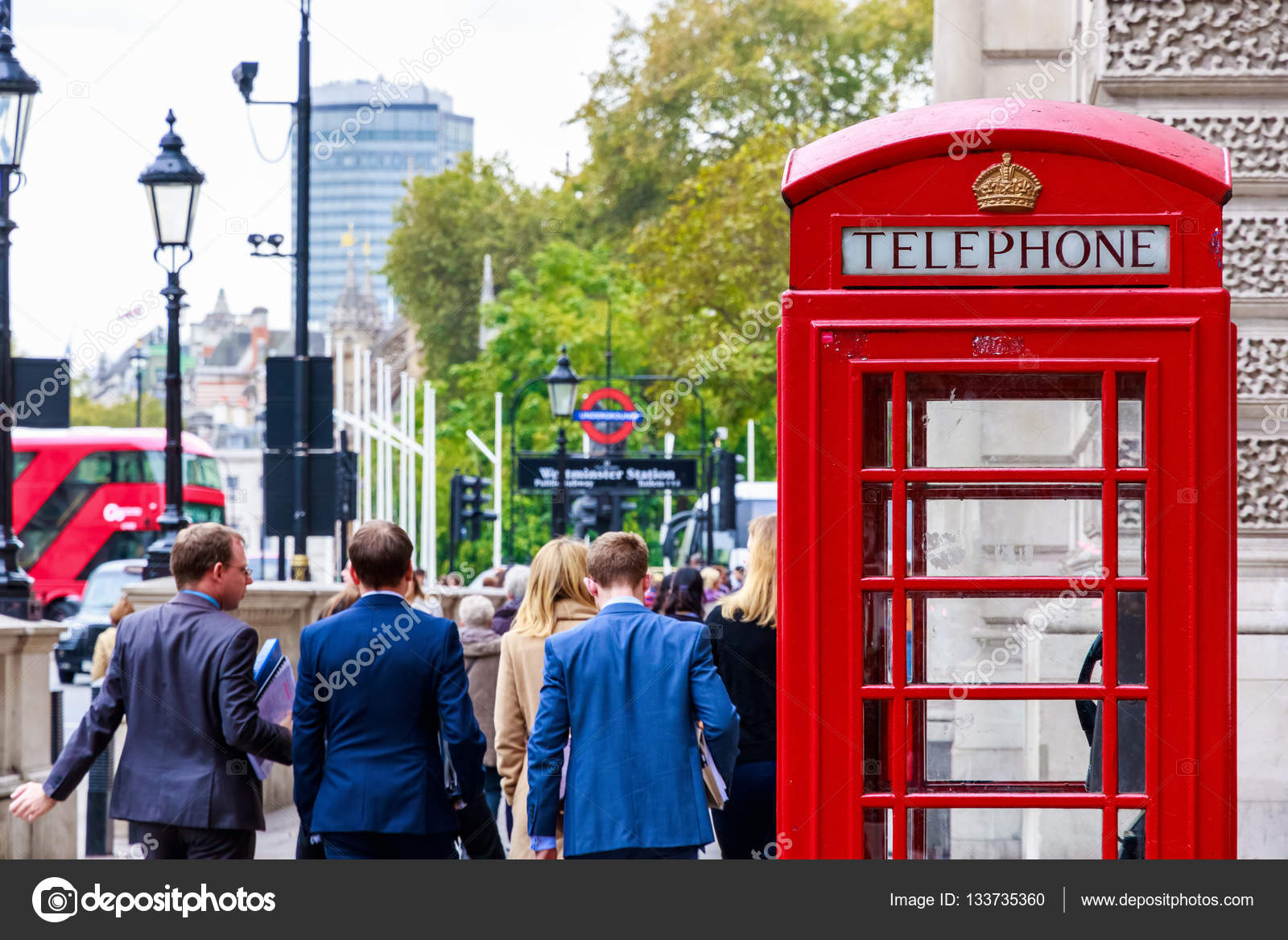 Foto Cabina Telefonica Di Londra : Cinque cabine telefoniche rosse di londra in bianco e nero con una