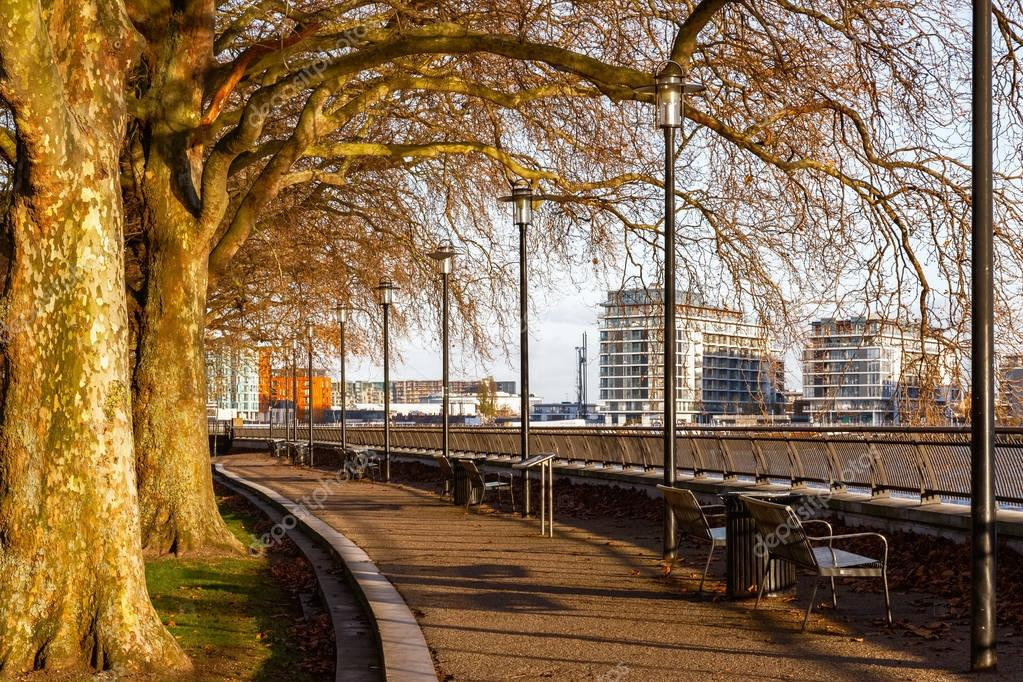 Thames Path at Island Gardens