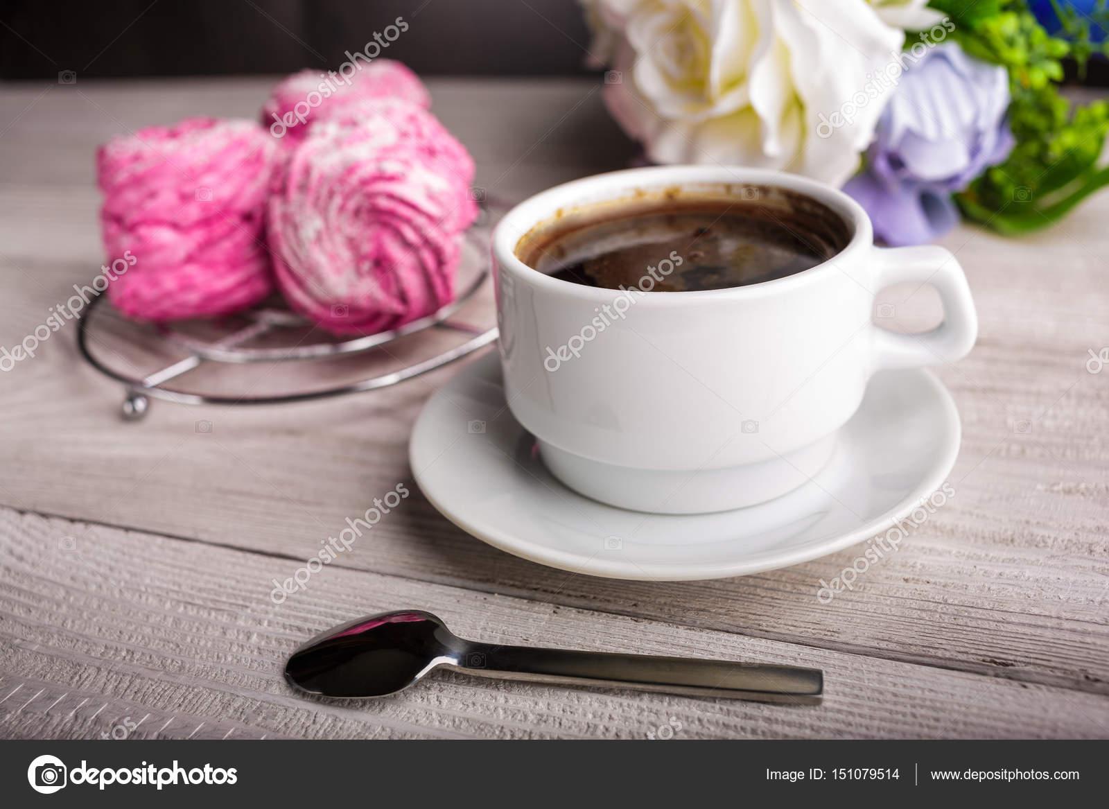 Schwarzer Kaffee Und Rosa Zephyr Marshmallow Süße Rosa Marshmallow