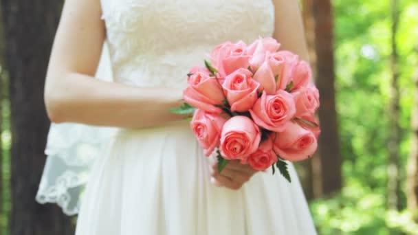 nevěsty s kyticí v ruce