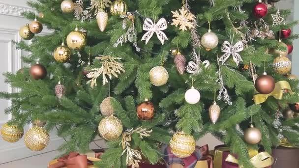 Nuovi anni regali, decorazioni di Natale e altri attributi di vacanza