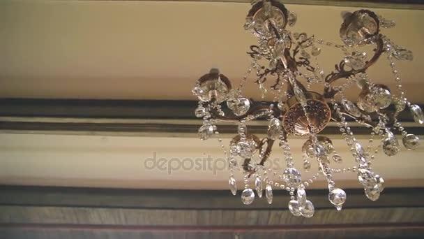 Kronleuchter Kristall Schwarz ~ Schöne retro kronleuchter aus kristall u2014 stockvideo © shevarevalex
