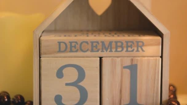 nápis na 31 prosinci na dřevěných kostek