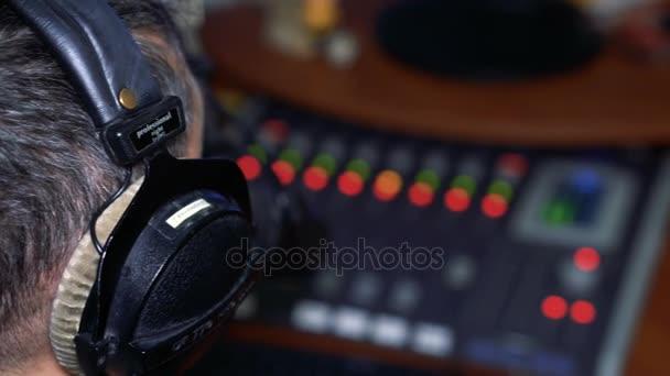 Radio-Persönlichkeits-DJ auf Sendung