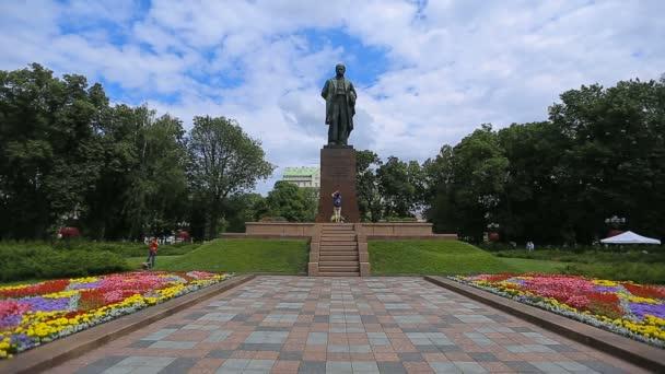 Kyjev, Ukrajina - 6 července 2017: Památník Ševčenko a Taras Ševčenko park památky
