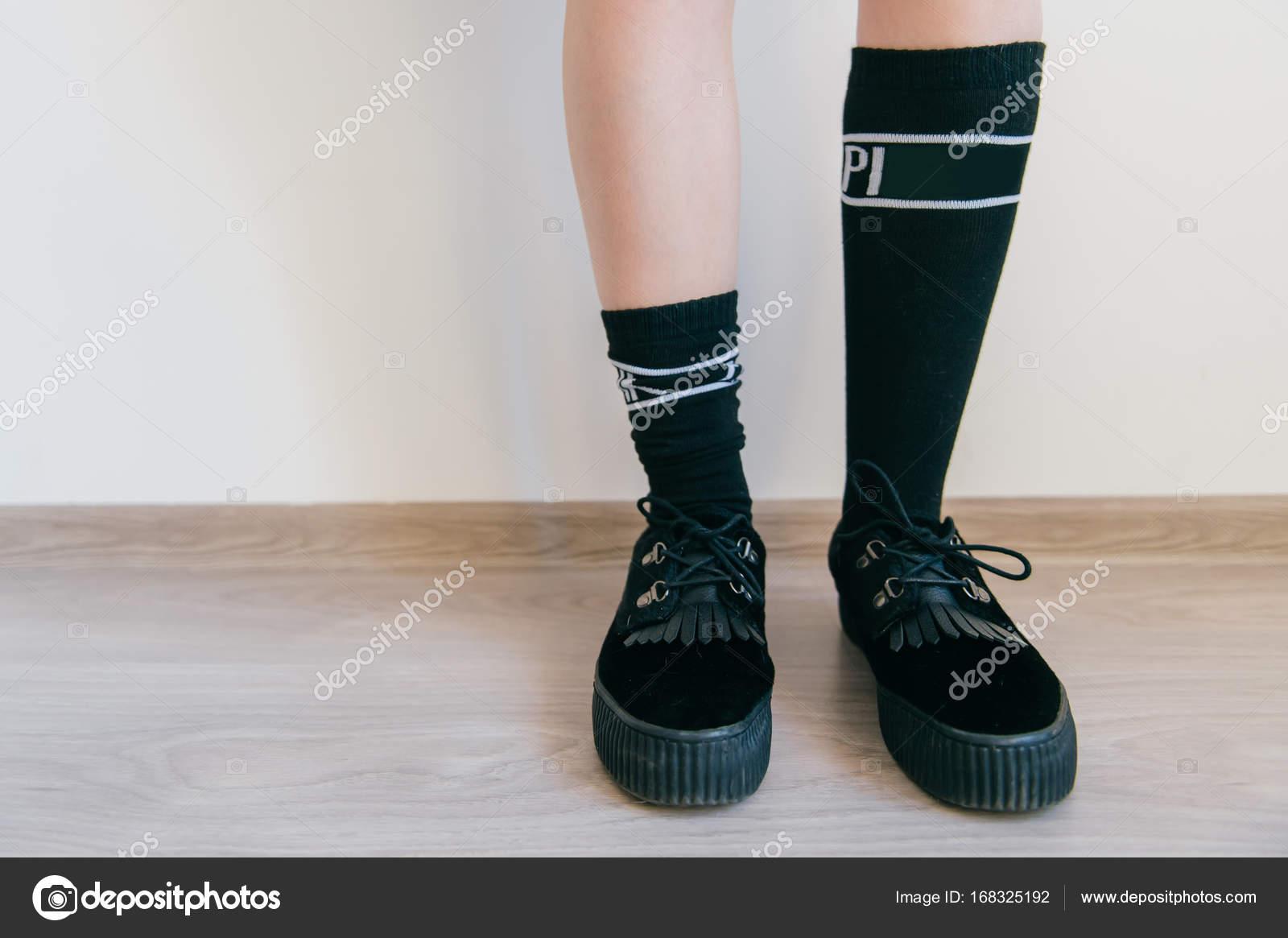 Женские ножки в носках видео 10