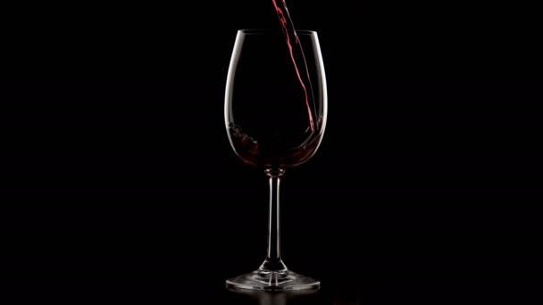 víno přelijete do skla