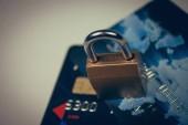 bezpečnostní zámek na kreditních karet s klávesnicí počítače