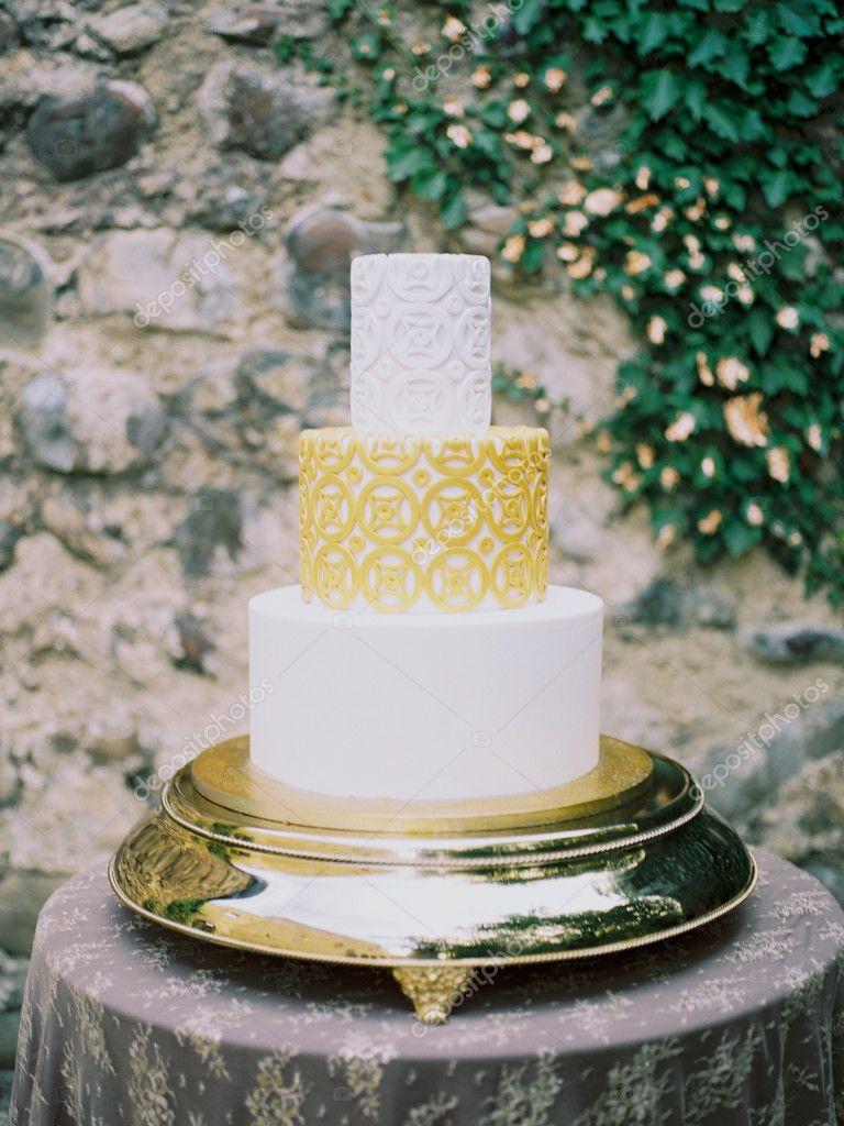 Hochzeitstorte Auf Etagere Stockfoto C Pastuhforeverfamily Gmail