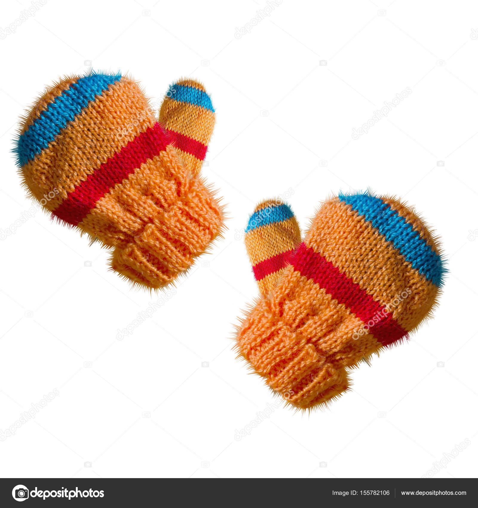 Dos niños tejer mitones de invierno aislados sobre fondo blanco ...