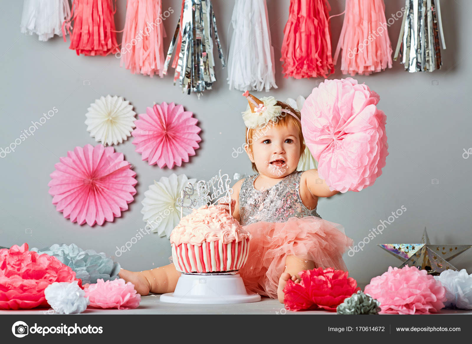 Lovely One Year Old Birthday Portraits with smash cake — Stock Photo  TM62