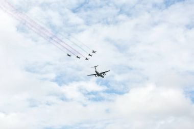 The IL-76 aircraft, accompanied by five L-39 aircraft