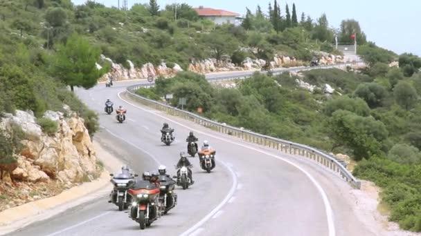 Harley Davidson jezdci Moto výlet. Na silnici.