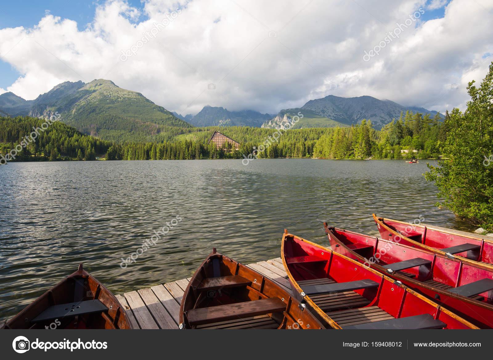 Panorama Mountain Lake Strbske Pleso in der hohen Tatra. Sommer ...