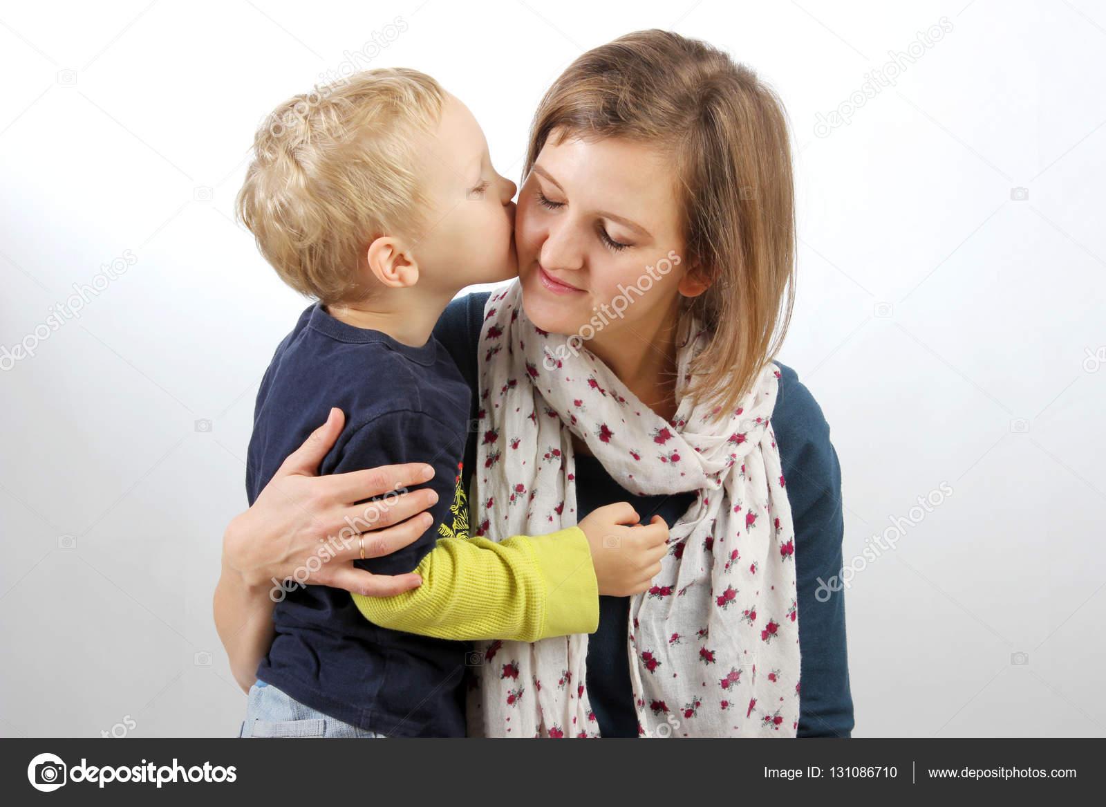 un gamin baise deux meres de famille