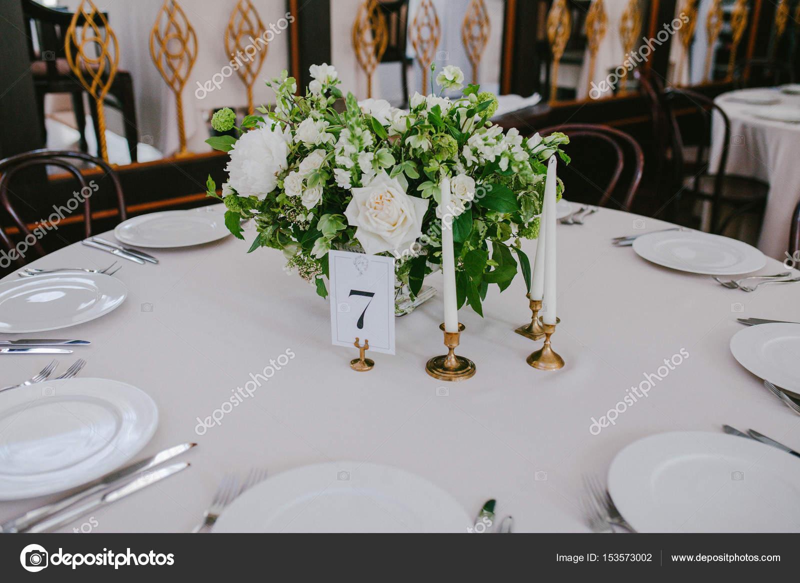 Hochzeit Tisch Mit Blumen Und Kerzen Stockfoto C Eto Pro Xii