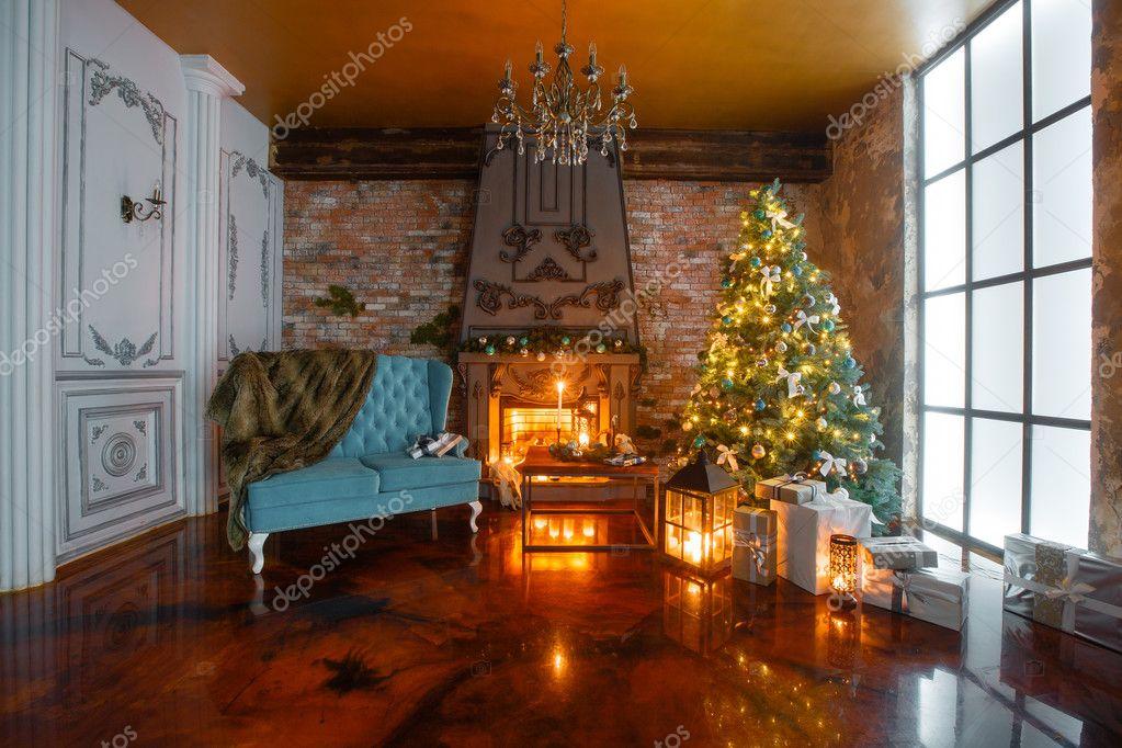 Noche de Navidad con velas apartamentos clsico con una chimenea