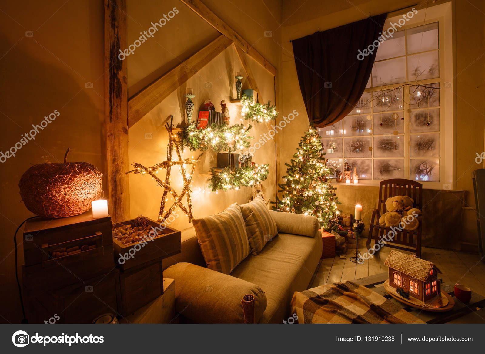 인테리어 현대 홈 거실 장식 크리스마스 트리, 선물, 소파 ...