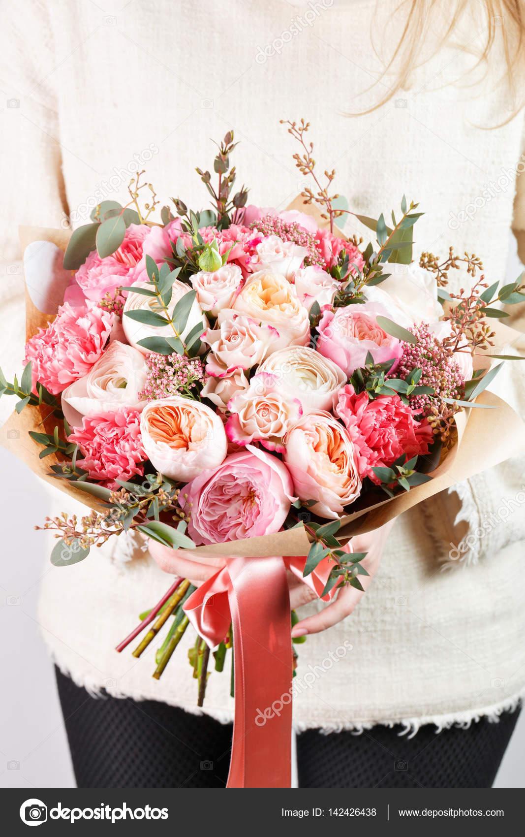 Collection de différentes variétés de roses de jardin, les œillets ...