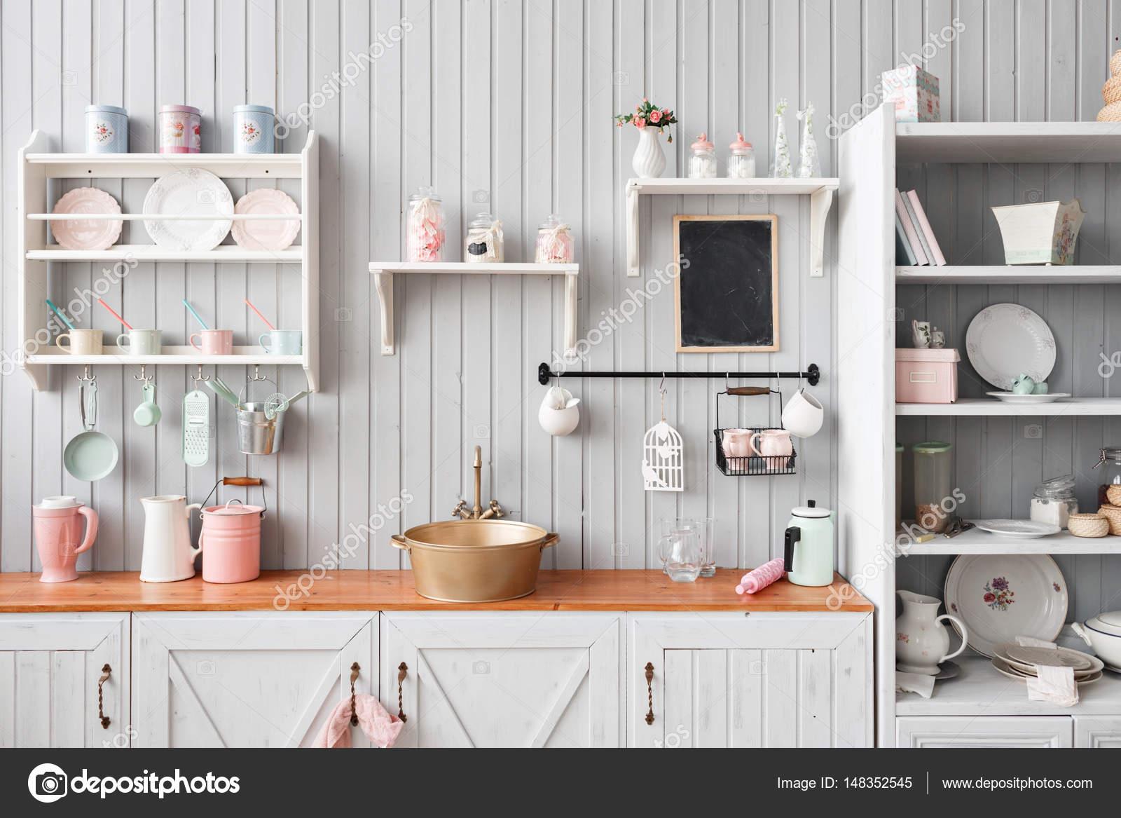 Vue de l\'intérieur, belle maison, de la cuisine ...