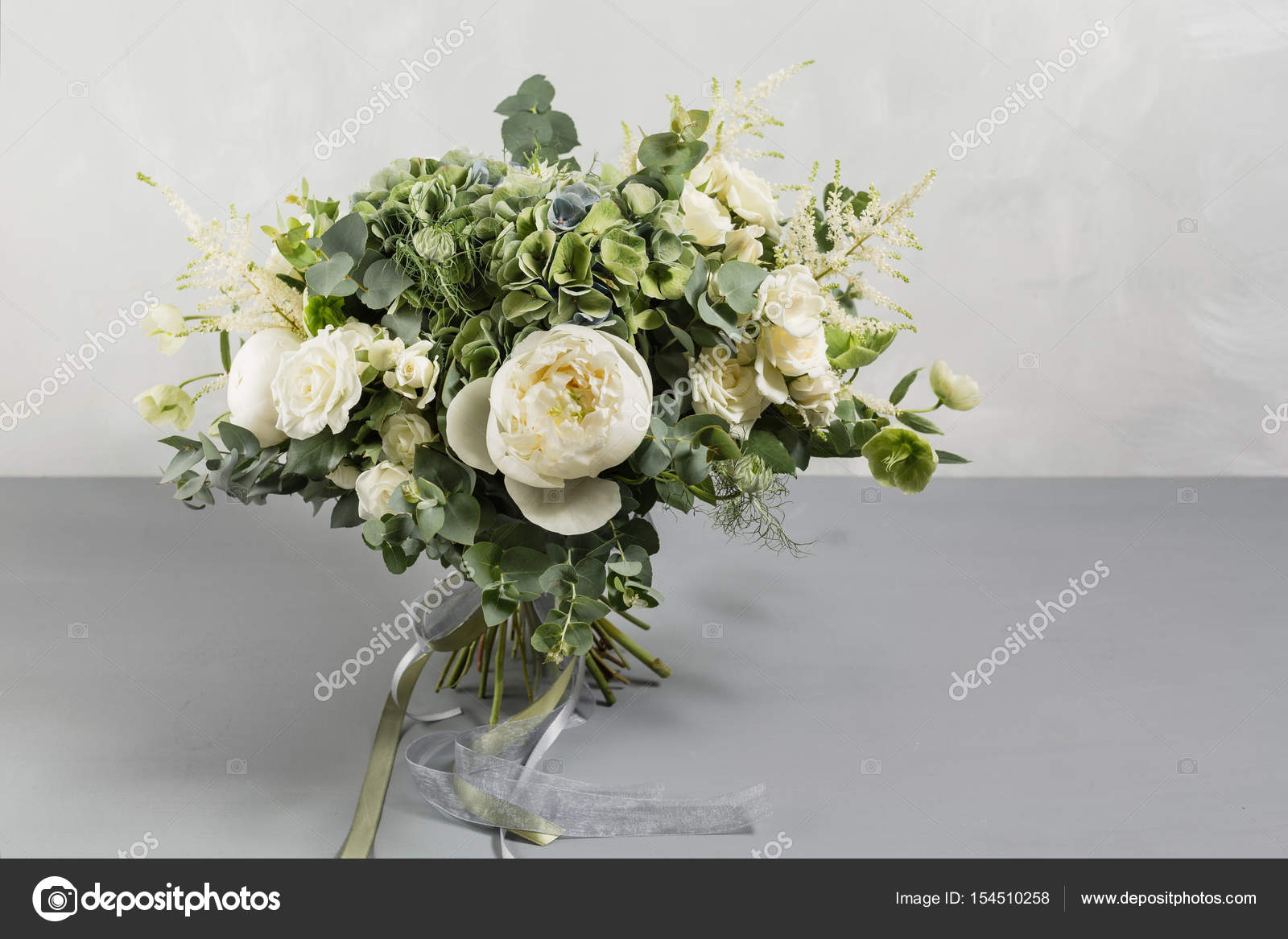 Bridal vintage bouquet the brides beautiful of mixed flowers and bridal vintage bouquet the brides beautiful of mixed flowers and greenery decorated with izmirmasajfo