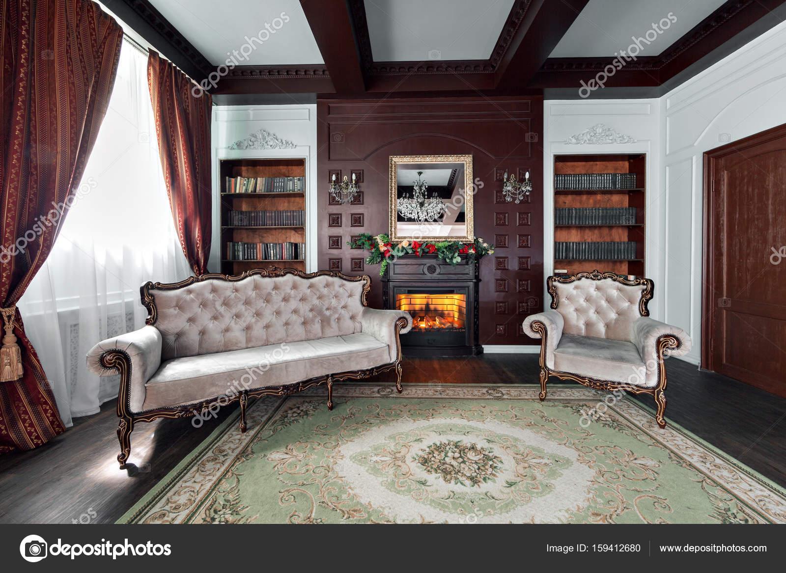 Luxus-Interieur der Stammbibliothek. Wohnzimmer mit eleganten Möbeln ...
