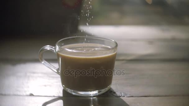 kávé csésze részlet és teáskanál. szakadó csésze kávé cukor