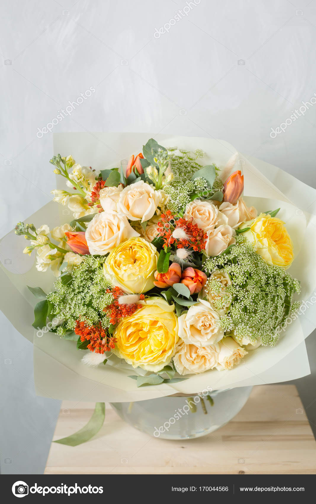 Flower composition on a gray background. Wedding and Festive decor ...