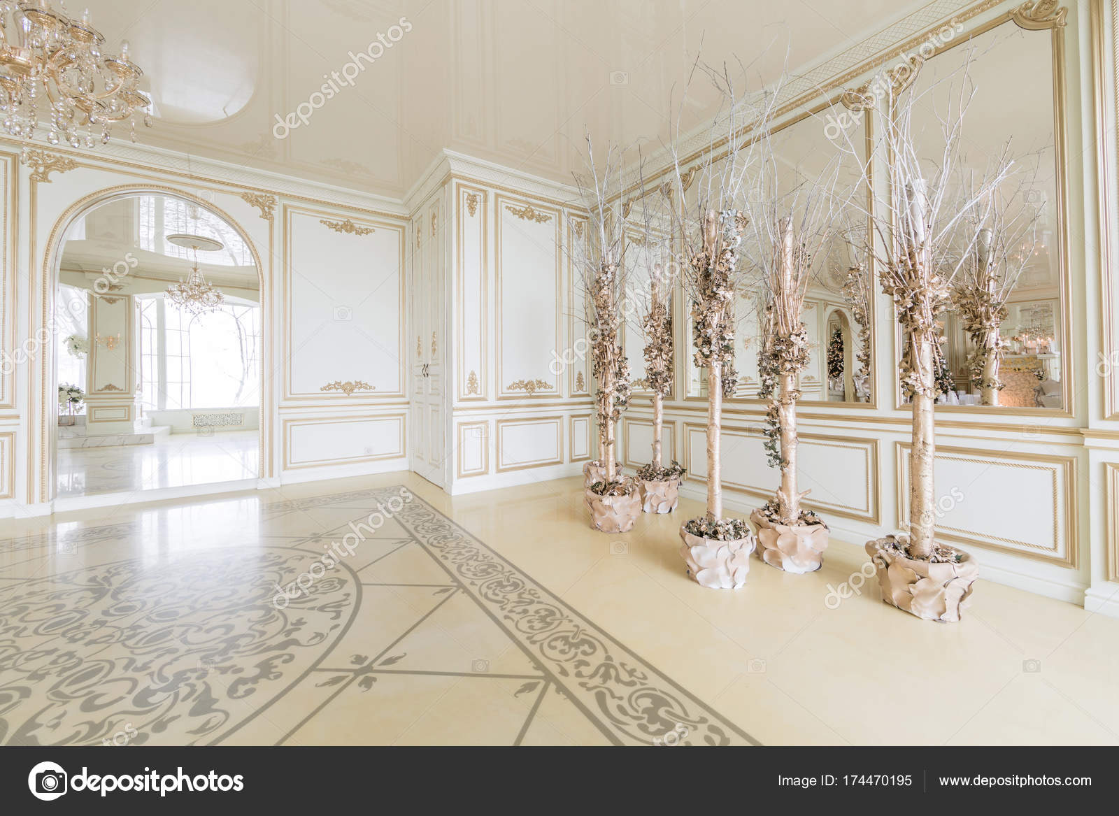 Camino Classico Bianco : Mattina di natale appartamenti di lusso classico con un camino