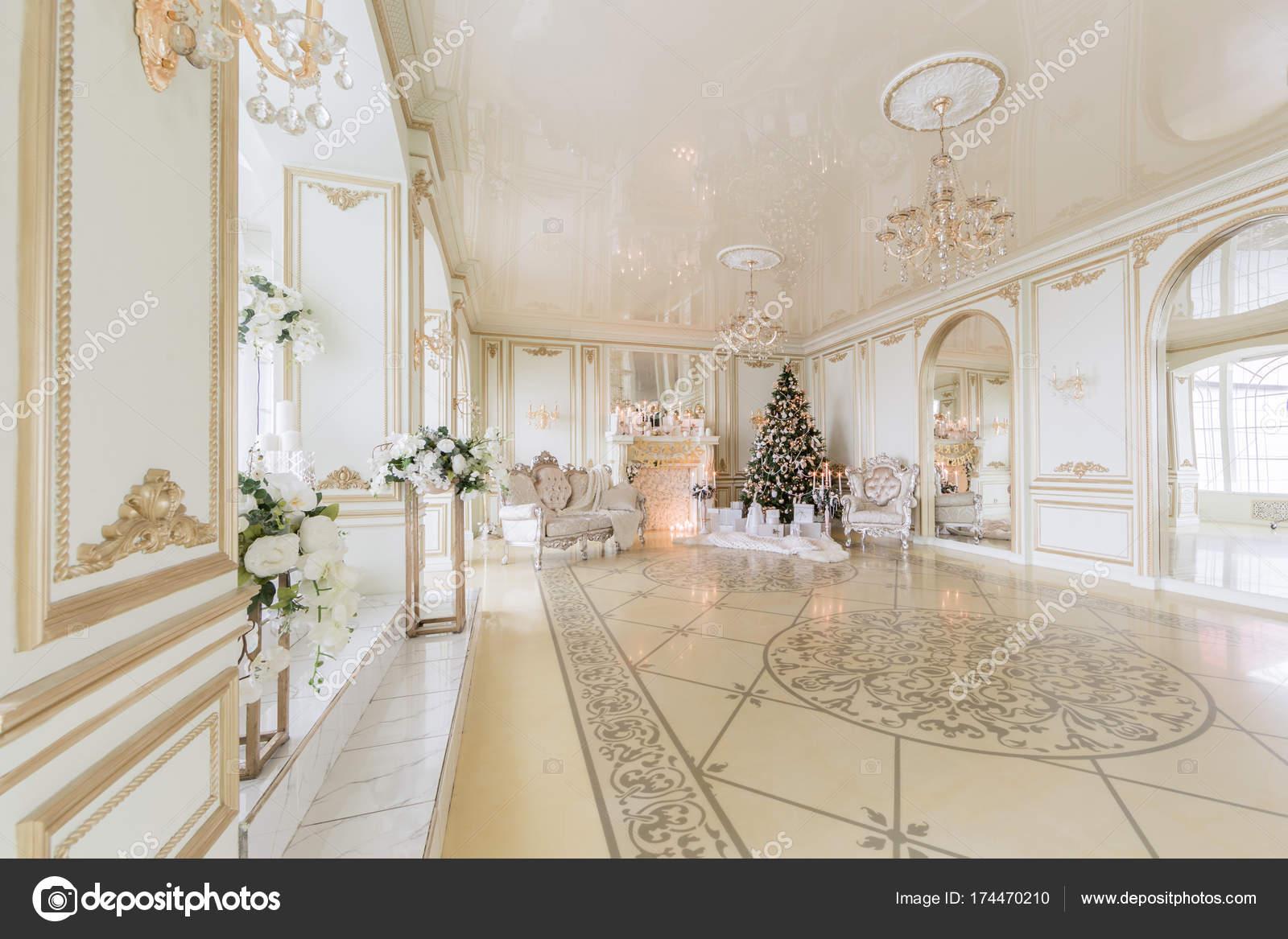 Camino Classico Bianco : Soggiorno classico salotto con camino classico soggiorno in stile