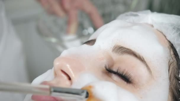Busty massage parlor girl blowjob videos