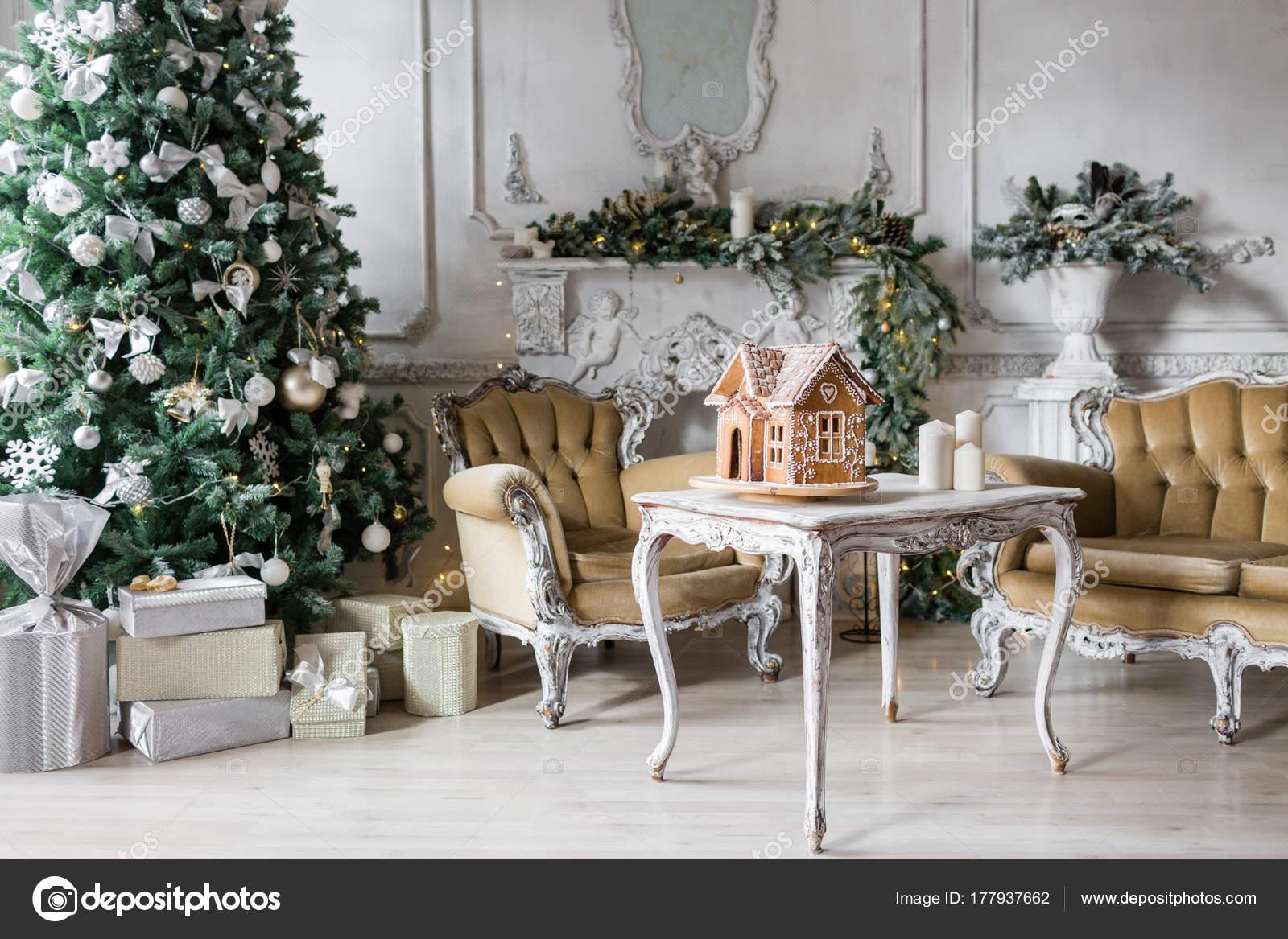 Noel Için Ev Yapımı Kurabiye Evi üzerinde Arka Plan Oda Dekore