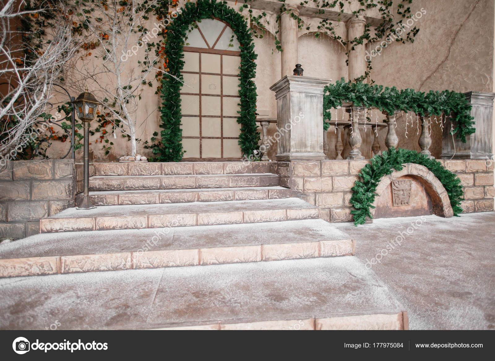 die Landschaft des Studios oder Theater. Eingang in eine alte ...
