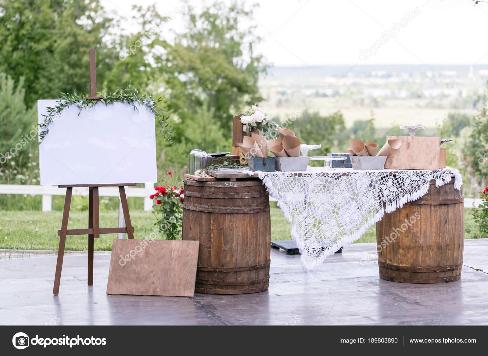 Einfache bar-Konzept. Sommer-Café auf der Terrasse mit Vintage ...