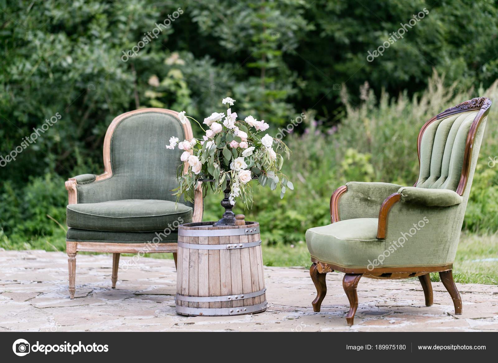 Sedie Depoca : Sedie d epoca in legno e tavolo con decorazione floreale in