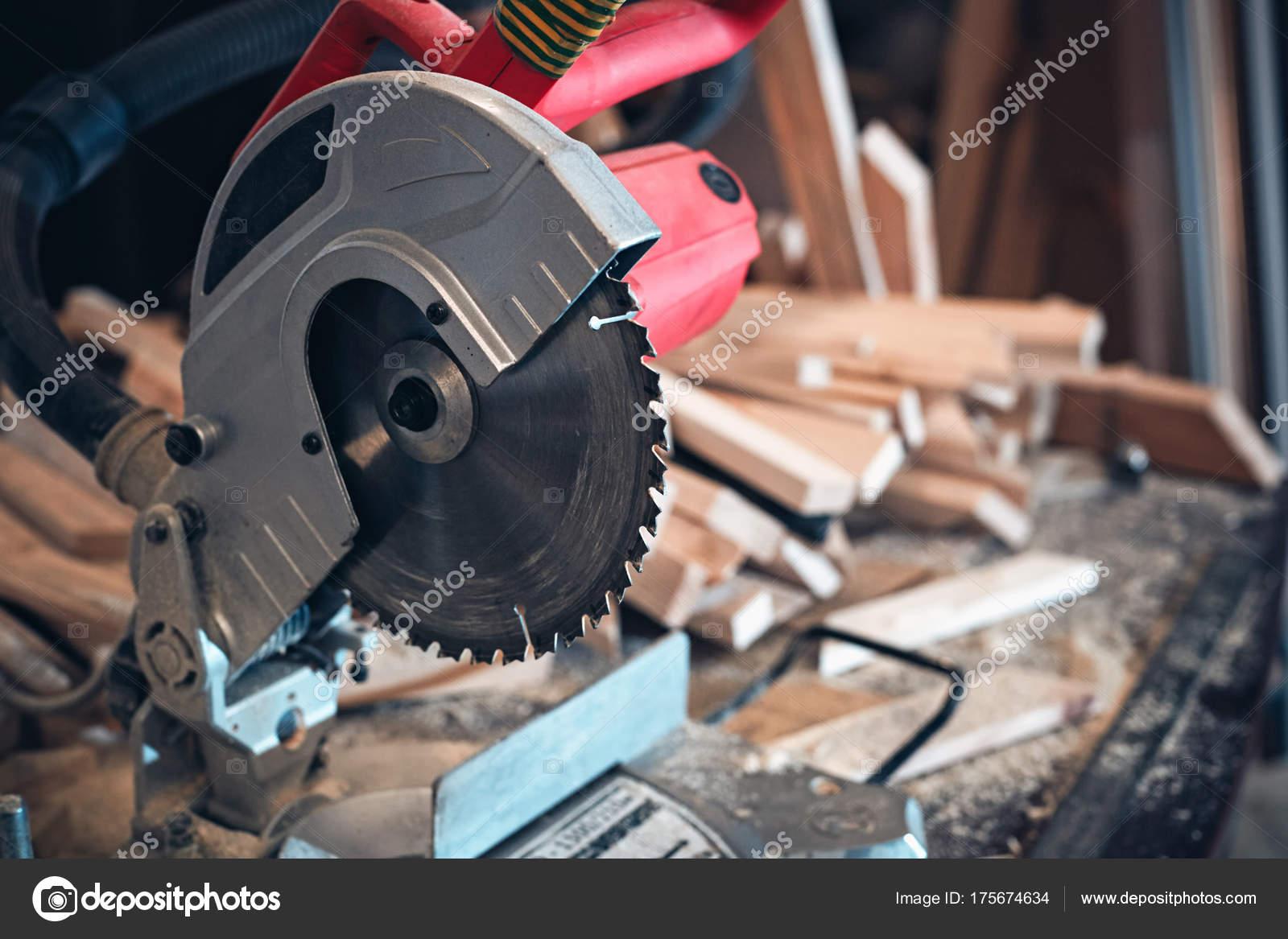 Sierra circular y herramientas — Fotos de Stock © accent-p.mail.ru ...