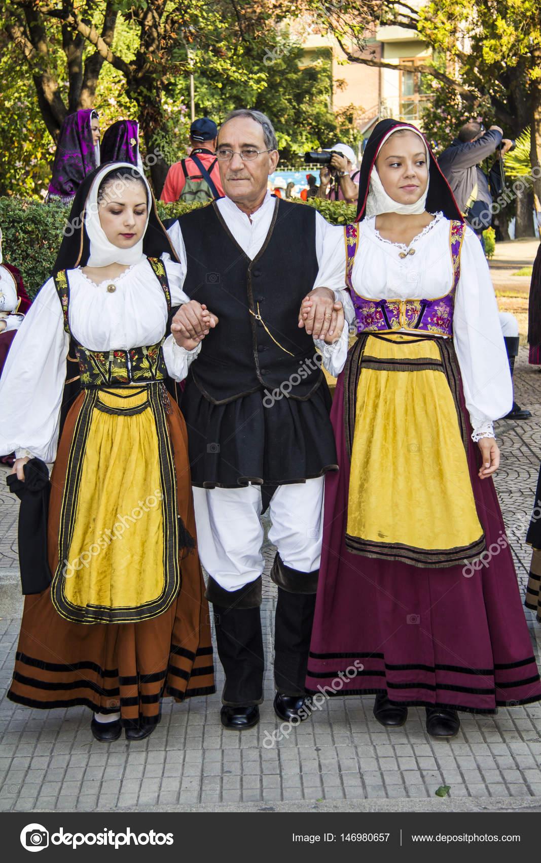 © — Gianfr Editoriale atzei Stock Sfilata In Foto Costume Sardo qZ7nwU0