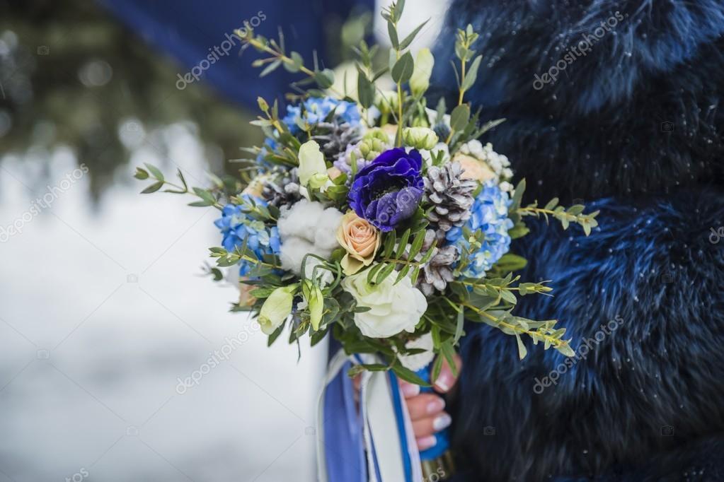 Braut Mit Hochzeitsstrauss Stockfoto C Happy Finch 126601324