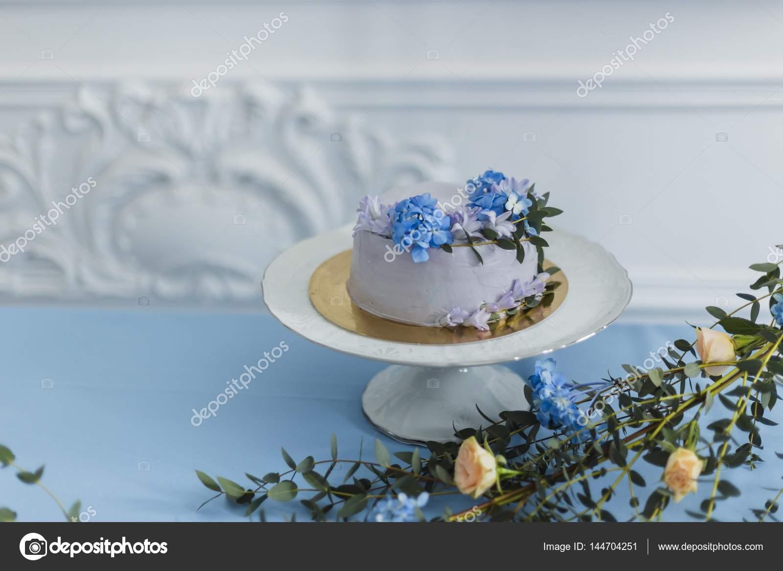 Decoraciones De La Boda Con Pastel Y Flores Hermosas Foto