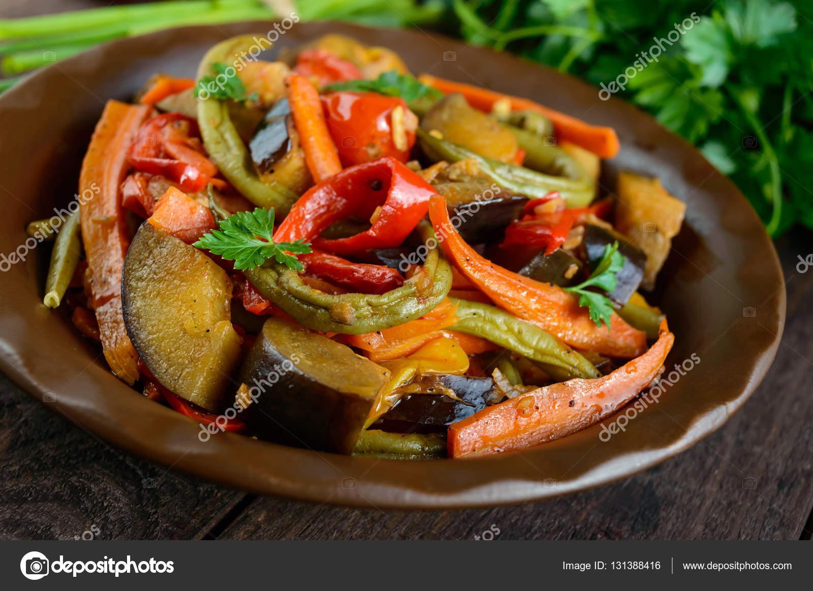 Stufato di verdure insalata peperoni melanzane for Aglio porro