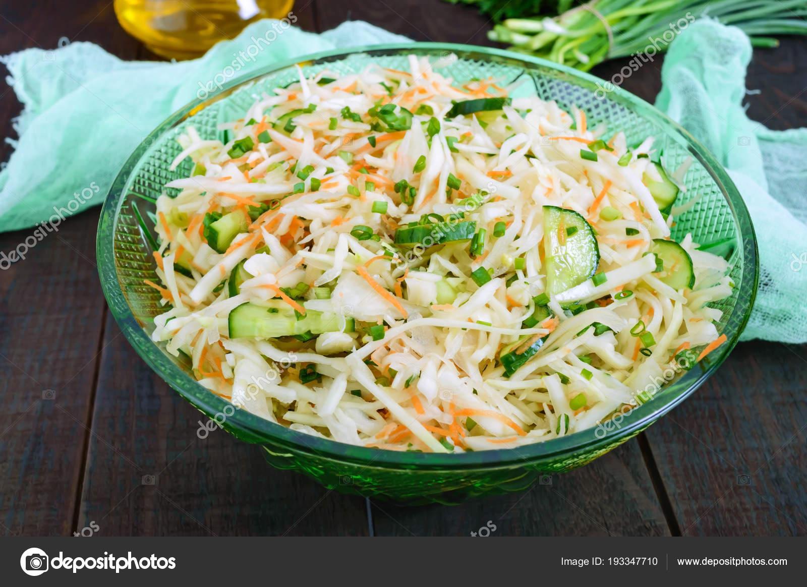 Диетический салат с огурцом и морковью