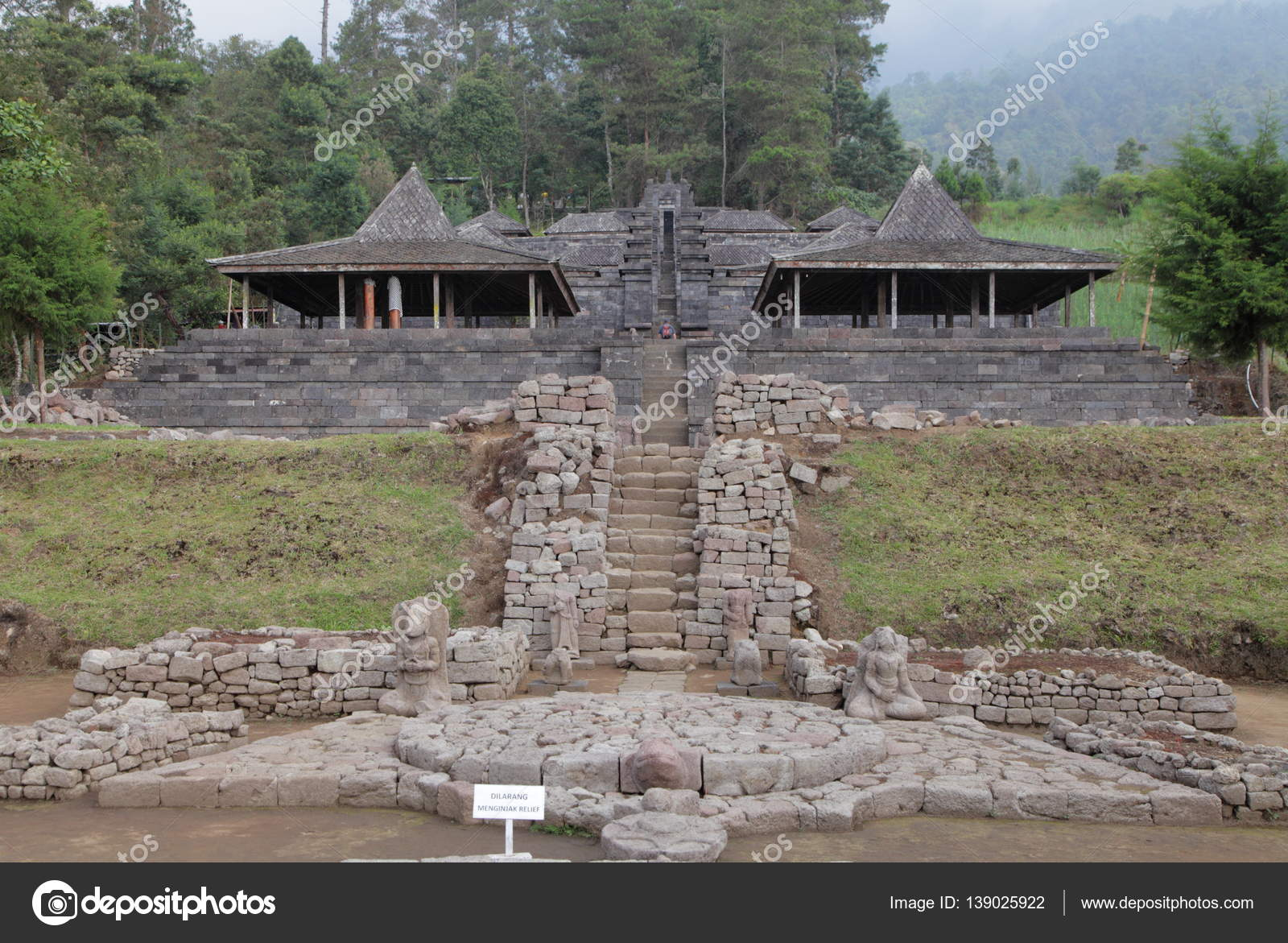 Candi Cetho Ancient Hindu Temple Stock Photo C Yurybirukov 139025922
