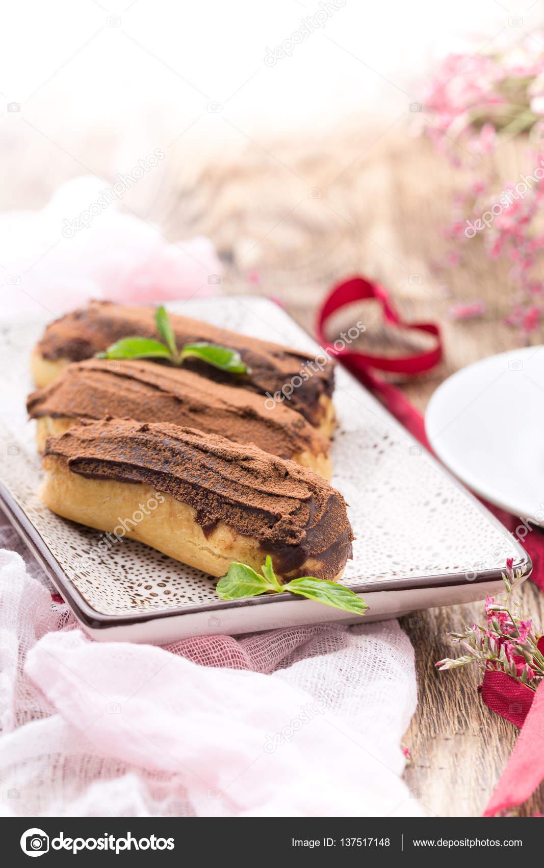 Eclairs Dessert Fur Den Valentinstag Stockfoto C Tsibaeva Gmail