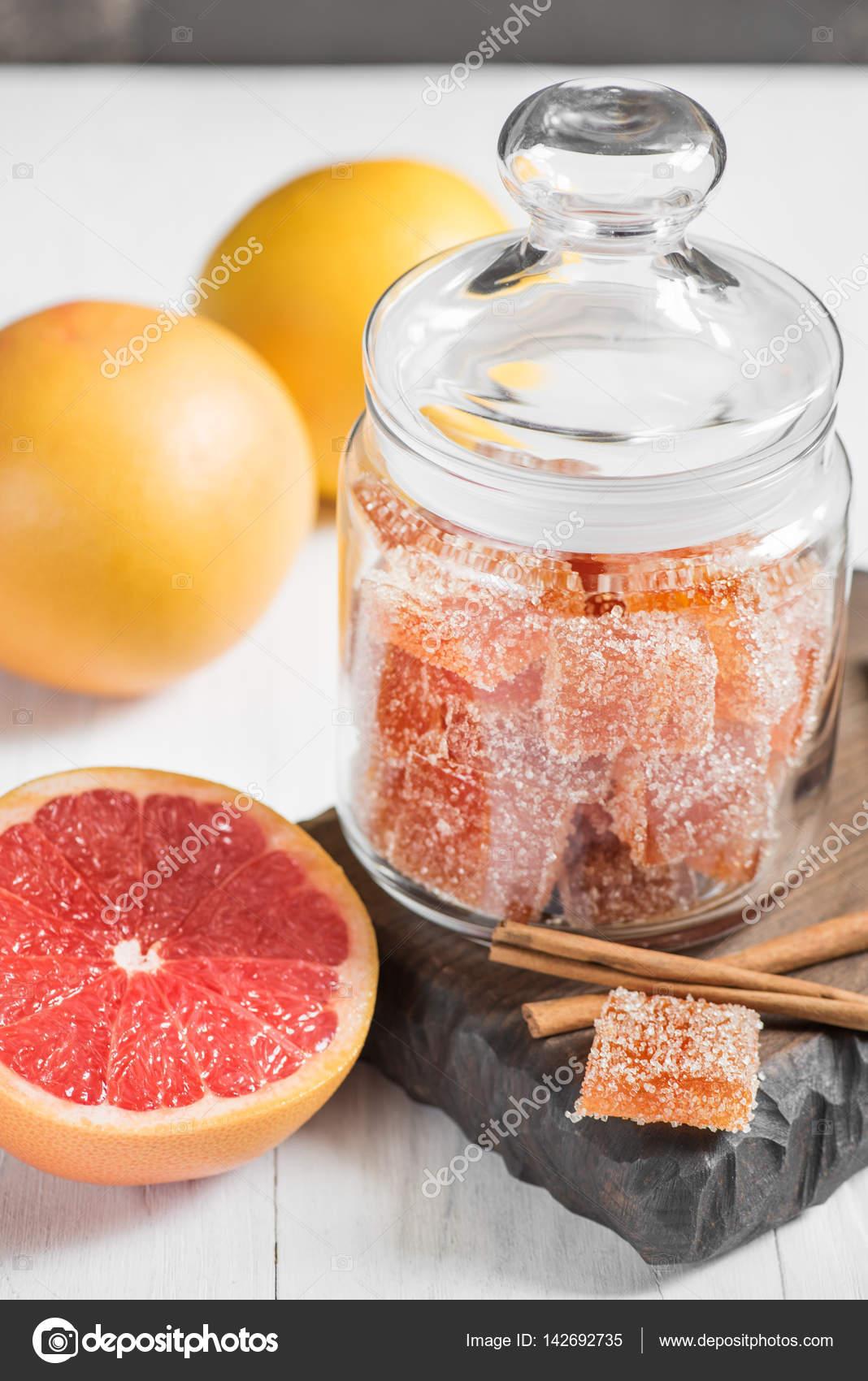 Sweet homemade marmalade of fresh grapefruit juice to tea, fruit — Stock Photo